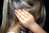 עבירות שנאה שבוצעו בידי קטינים נאשם בתקיפת בתו
